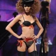 Lingerie Joan Smalls