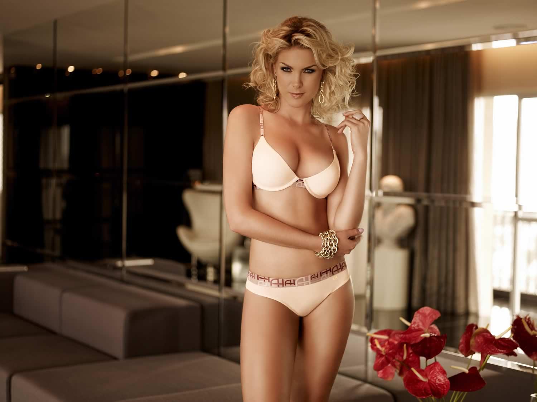Ana Hickmann lingerie