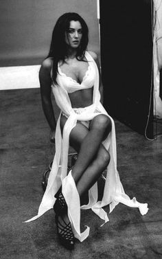 Monica Belluci lingerie